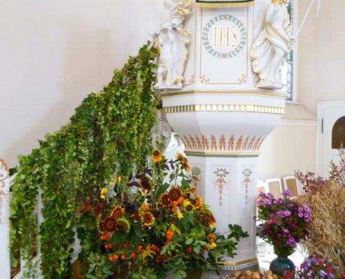 Kirche Ernstthal - geschmückte Kanzel