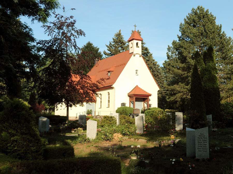 Trauerhalle auf dem Friedhof Ernstthal